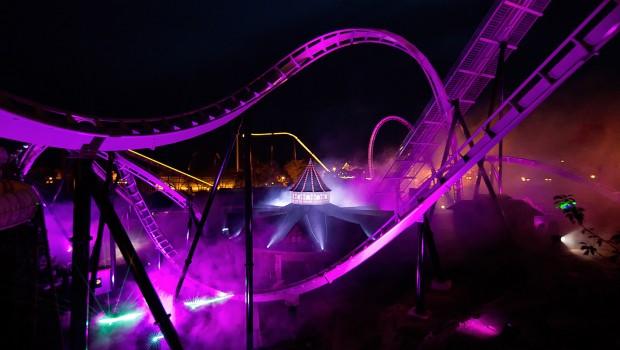 Flug der Dämonen im Heide Park bei Nacht