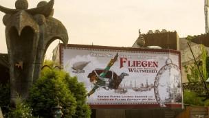 """Phantasialand schürt Vorfreude auf Achterbahn """"F.L.Y."""": Neues Artwork an Baustelle der Themenwelt """"Rookburgh"""""""