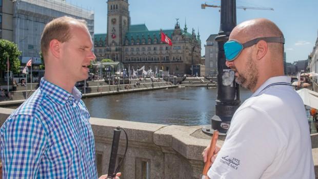 Christian Ohrens Tour Blind durch Hamburg Rathausbrücke