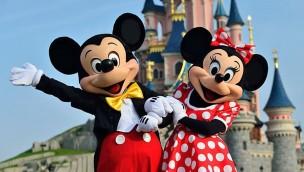 Disneyland Paris - Mickey und Minnie vor dem Schloss