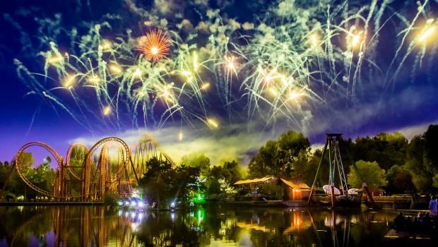 Parc Astérix bei Nacht Feuerwerk
