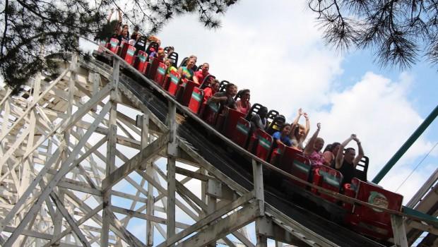 Six Flags Over Georgia - Georgia Cyclone Holzachterbahn Nahaufnahme