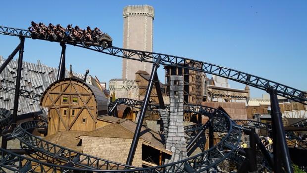 Phantasialand - Taron mit Mystery Castle im Hintergrund