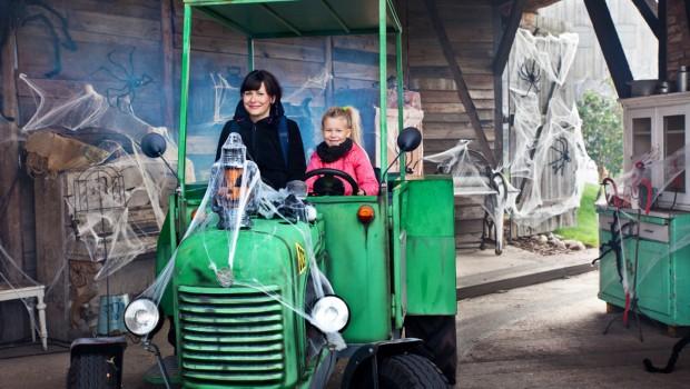 Karls Erlebnis-Dorf Elstal - Grusel-Traktorbahn