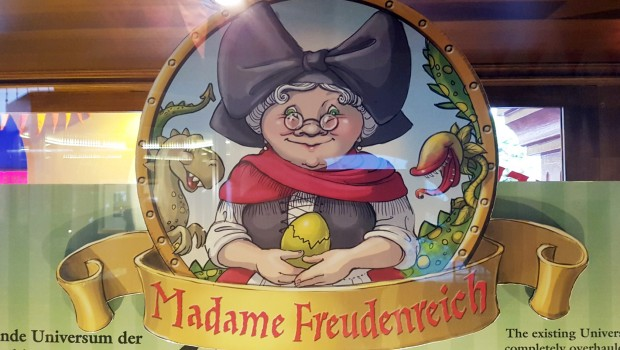 Madame Freudenreichs Curiosite Logo Preview Center