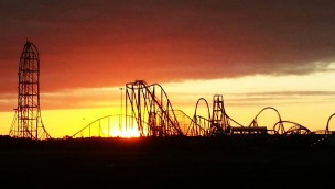 Six Flags Great Adventure Silhouette im Abendrot