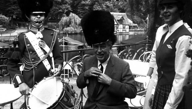 Walt Disney und Sven Hansen in Tivoli 1964