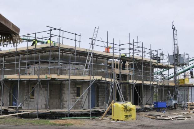 Bauarbeiten an einem Gebäude im neuen Eingangsbereich vom Toverland