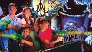 """Six Flags Fiesta Texas schließt """"Scooby-Doo Ghostblasters"""" für neue Themenfahrt 2018"""