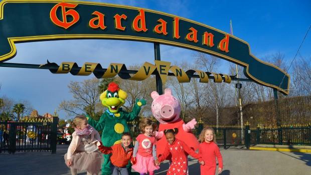 Eingang Gardaland: Peppa Pig begrüßt die kleinen Gäste