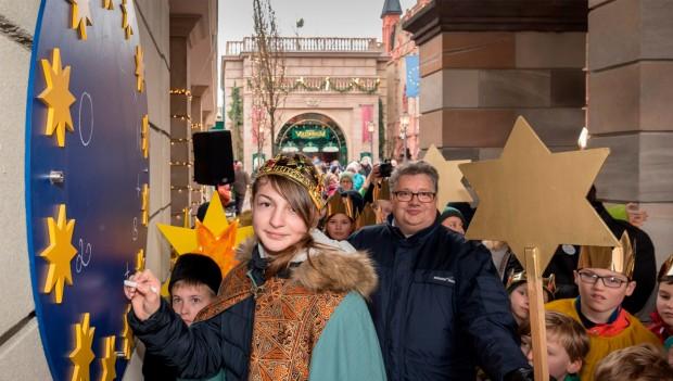 Europa-Park: Sternsinger beschriften 2018 den Sternenkranz