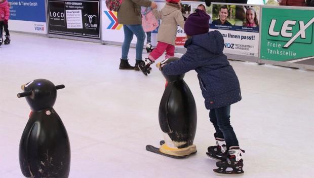 Zoo Osnabrück: Kinder laufen Schlittschuh