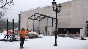 """""""Holiday Indoor""""-Baustelle im Blick: Halle für neuen Indoor-Themenpark mit Achterbahn im Holiday Park errichtet"""