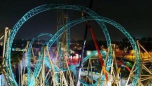 """Knott's Berry Farm feiert Schienenschluss bei """"HangTime"""": Neuer Dive Coaster bereit für erste Testfahrten"""