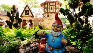 Zwerg im Europa-Park-Märchenwald