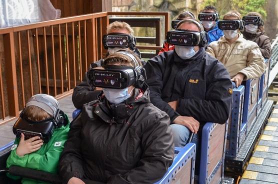 Europa-park Mundschutz auf VR Achterbahn