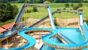"""Wildwasserbahn im Eifelpark eröffnet: """"Pirateninsel"""" mit zwei Schussfahrten"""