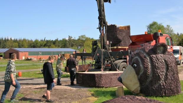Tierpark Thüle Holzbär Aufbau