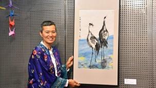 Vögel des Glücks: Chinesische Künstlerin zeigt im Rostocker Zoo ihre Kranichwelt in neuer Ausstellung
