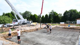 """""""Wilde Hilde""""-Baustelle im Blick: Bodenplatte für Achterbahn-Weltneuheit im Schwaben-Park gegossen"""