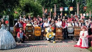 Drehorgel-Spieler zum Schweizer Fest im Europa-Park