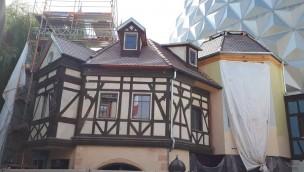 """""""Madame Freudenreich Curiosités""""-Baustelle im Blick: Fassadenarbeiten für neue Themenfahrt im Europa-Park schreiten voran"""