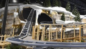 """""""Holiday Indoor"""" im Holiday Park kurz vor Eröffnung: Einblicke in neuen Indoor-Themenpark mit Familien-Achterbahn"""