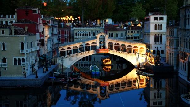 LEGOLAND Deutschland Miniland bei Nacht