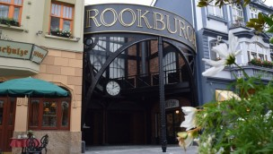 """Phantasialand enthüllt Zugangsbereich von neuer Themenwelt """"Rookburgh"""" im Steampunk-Stil"""