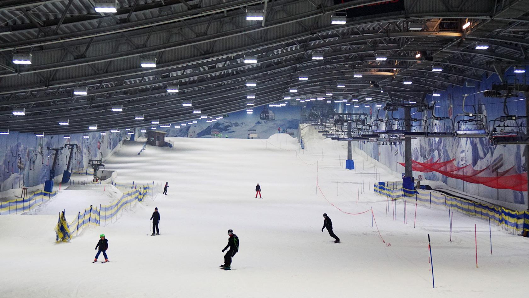 Bilder Skihalle Neuss Halloween.Alpenpark Neuss Bei Dusseldorf Alpiner Freizeitpark