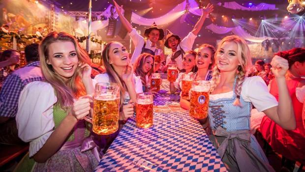 Europa-Park Oktoberfest Party im Bierzelt