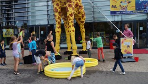 LEGO-Giraffe in Oberhausen - Wasch-aktion