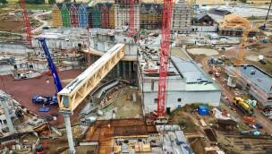 Rulantica-Baustelle im Blick: 550 Tonnen schwere Dachkonstruktion für neuen Wasserpark