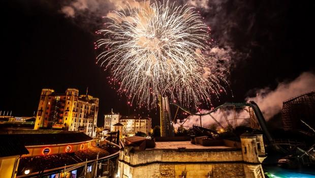 Europa-Park Feuerwerk über Atlantica Supersplash