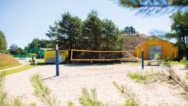 Tropical Islands Camping mit Beach-Volleyball