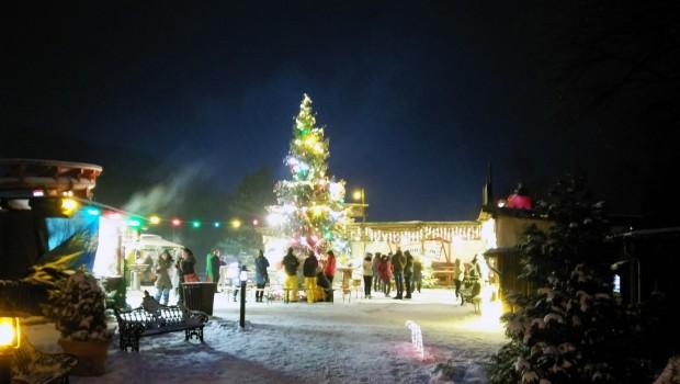 FORT FUN im Winter Weihnachtsbaum