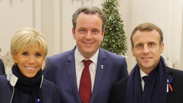 Michael Mack mit Macron Seilbahn