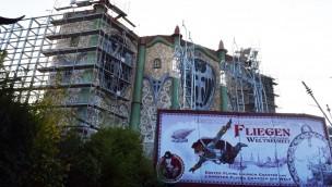 """Phantasialand erschafft eindrucksvolle Fassade für """"Rookburgh"""": Blick auf Baustelle von neuer Themenwelt zum Saisonende 2018"""
