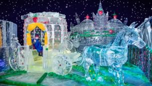 Karls Eiswelt 2019 in Elstal: Größte Eisfiguren-Ausstellung lockt ins Erdbeer-Königreich