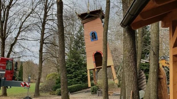 Bayern-Park neuer Spielplatz Räuberwald Kran