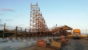 Polens erste Holzachterbahn im Majaland Kownaty wächst in die Höhe