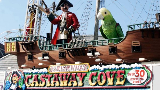 Playlands Castaway Cove Piratenschiff Logo