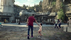 Star Wars Land Galaxys Edge Besucher Mockup
