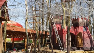"""Bayern-Park errichtet große Wachtürme auf neuem Abenteuer-Spielplatz """"Räuberwald"""" für 2019"""