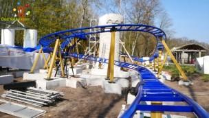 """Speelpark Oud Valkeveen feiert Schienenschluss bei """"Drakenbaan"""": Neue Achterbahn für 2019 aufgebaut"""