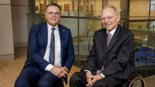 Diskussion über ICE-Bahnanschluss für Europa-Park: Inhaber Roland Mack trifft Wolfgang Schäuble