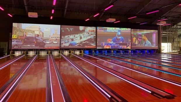 The Funplex East Hanover neue Projektionswände Bowling-Bereich