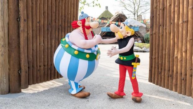 Parc Astérix Dorfeingang Asterix und Obelix