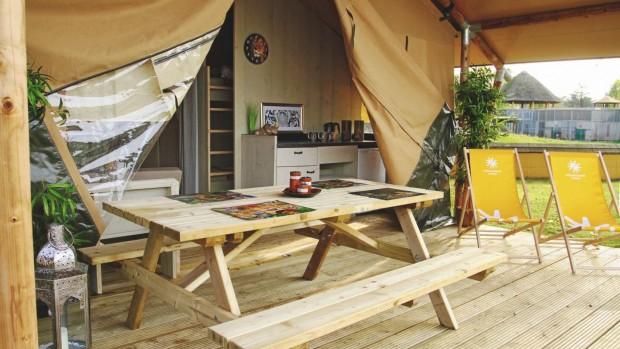 Safariland Stukenbrock Lodge mit Terrasse