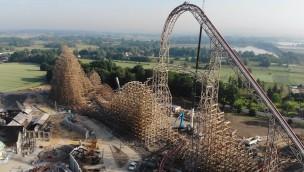 """""""Zadra"""" in EnergyLandia erreicht höchsten Punkt: Spektakuläre Hybrid-Achterbahn im Aufbau!"""